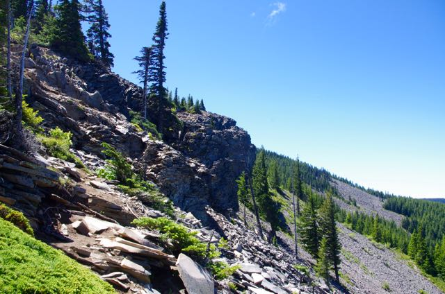 File:Andesite bluffs, Mt. Defiance Trail.jpg